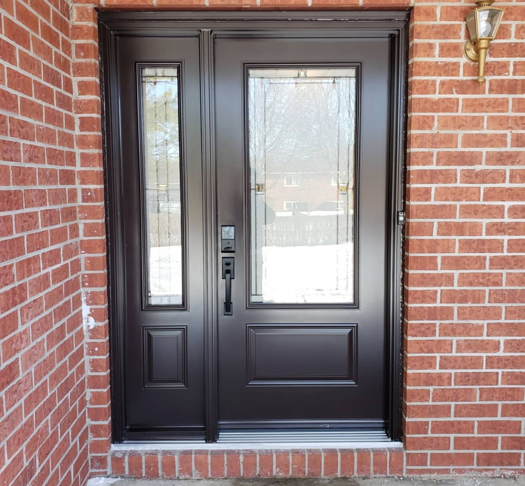 Aurora front door and sidelite with decorative glass and electronic push button lock installed by Simon and Sons proudly serving Newmarket, Aurora, Bradford, King City